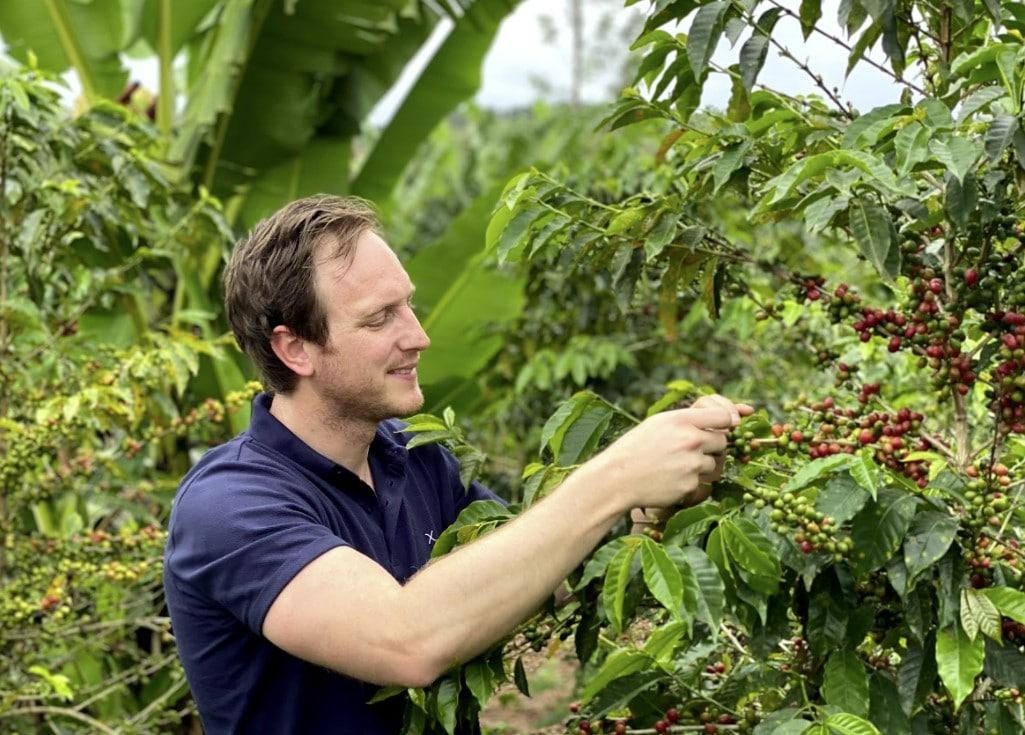 Ando beleeft het oogstseizoen bij Nova Washing Station in Rwanda