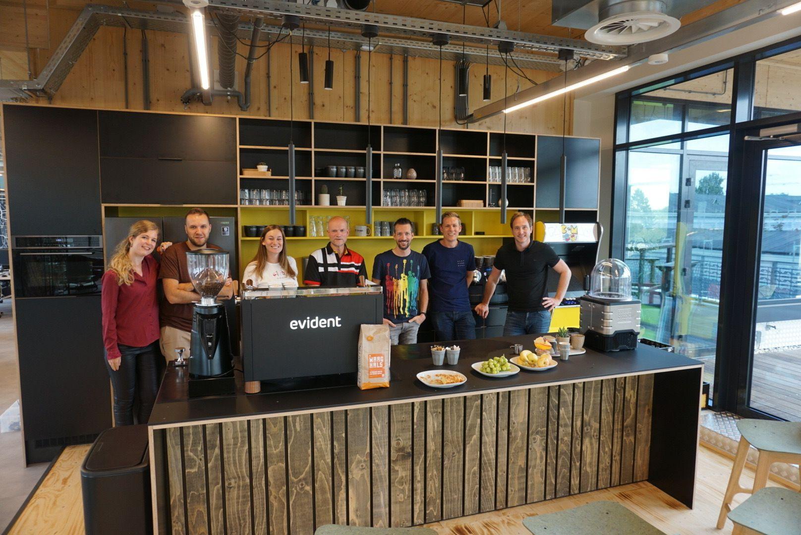 Bij Evident in Utrecht staat een professionele koffiemachine van Pure Africa.